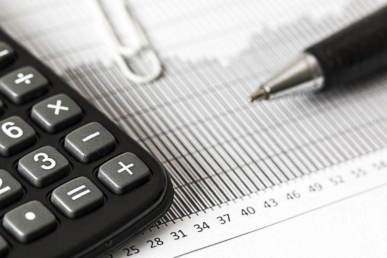 Czy pożyczać pieniądze w banku czy w firmach pożyczkowych?